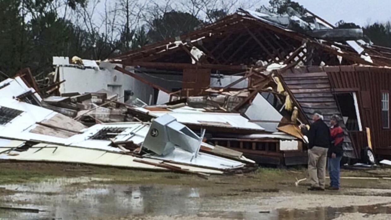 Destrozos del tornado en Mississippi