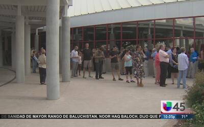 Más de 60,000 electores salen a votar en el condado Harris