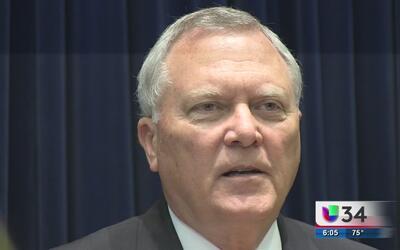 Nathan Deal pide revisar propuesta de ley que permitiría armas en univer...