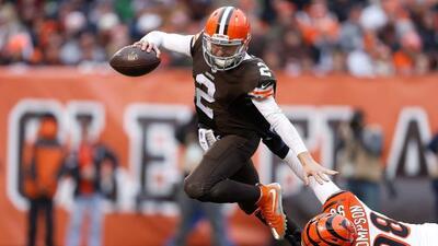 La defensiva de los Bengals le dio la bienvenida al QB de los Browns, Jo...