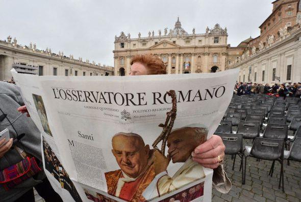 La canonización de este domingo es la primera en la que dos papas...