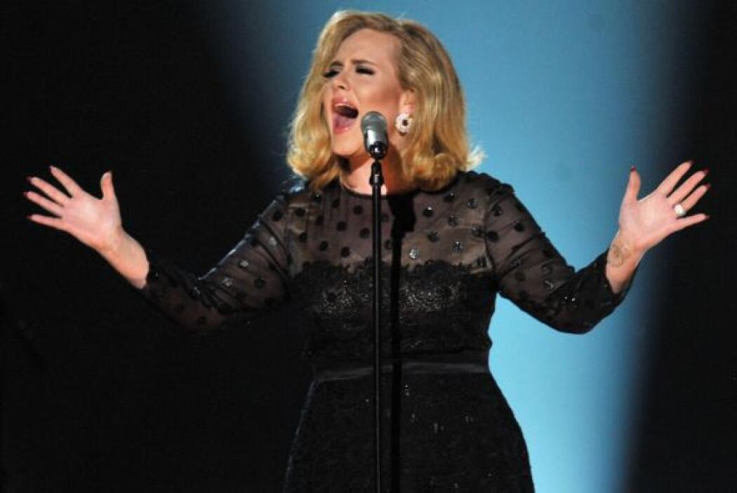 """Con éxitos como """"Rolling in the Deep"""" y """"Rumor Has It"""", esta cantautora..."""