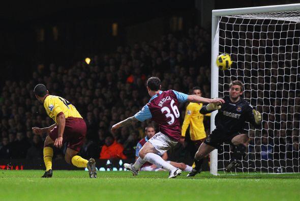 Theo Walcott marcó el segundo del partido cuando quedaban 5 minut...