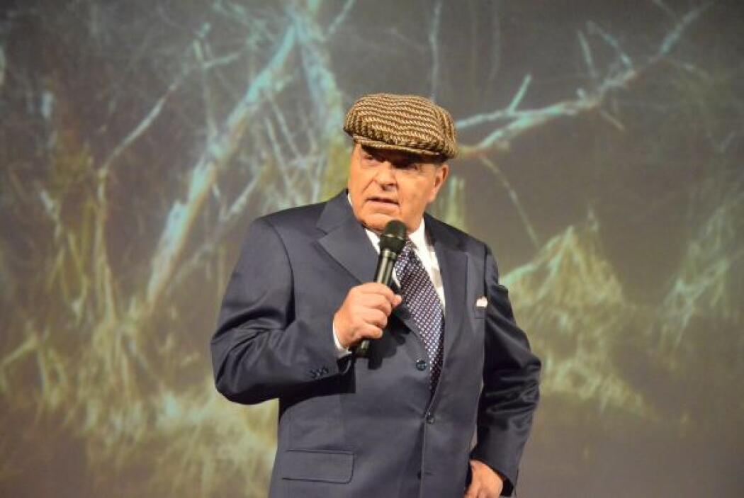 Desde hace años, Don francisco ha portado extravagantes sombreros y con...