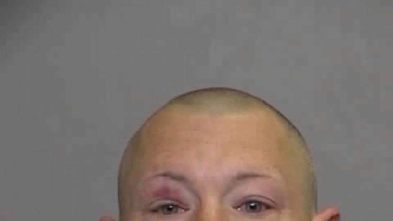 Bassler está armado y fugitivo y es considerado extramadamente peligroso.