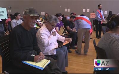 Universidades ayudan con el proceso de ciudadanía a residentes del valle