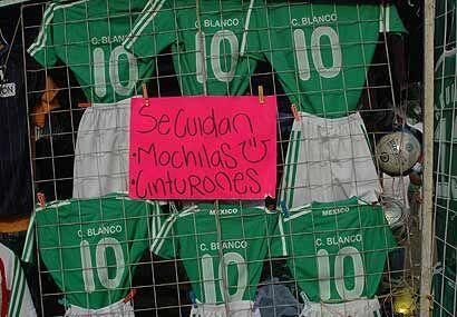 La 'Cuauhtemocmanía' invadió el Estadio Azteca. La playera que más se ve...