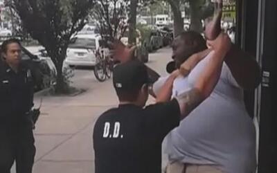 Familiares de Eric Garner, el hombre que murió bajo custodia policial, p...