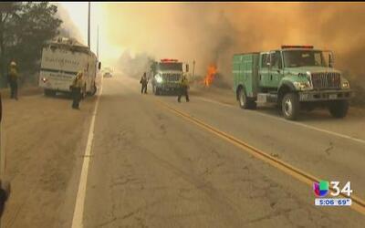El incendio Sand continua ardiendo en las montañas de Santa Clarita