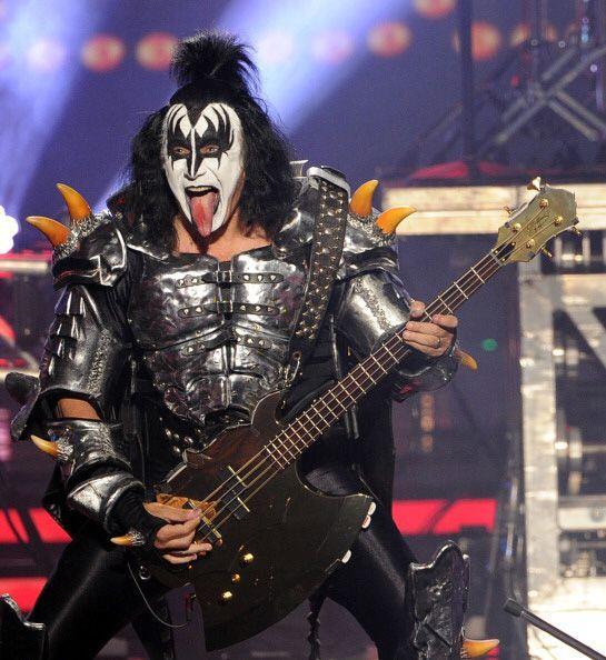 GENE SIMMONS. El legendario músico de Kiss aseguró su banda en un millón...