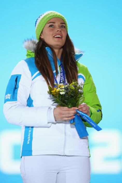 Tina Maze de Eslovenia ganó oro en la prueba de downhill femenino.