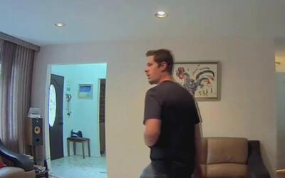 Menor regresa a su casa en Nueva Jersey y encuentra a ladrón merodeando...