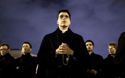 Foro: ¿Deben los sacerdotes respetar el celibato?