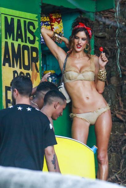 Alessandra Ambrossio dejó sin aliento a quienes la vieron en su reciente...