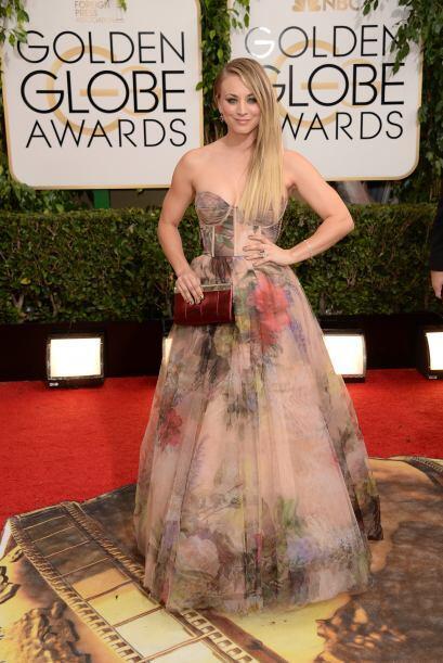 Para nada nos gustó el estampado del vestido de Kaley Cuoco, pero...