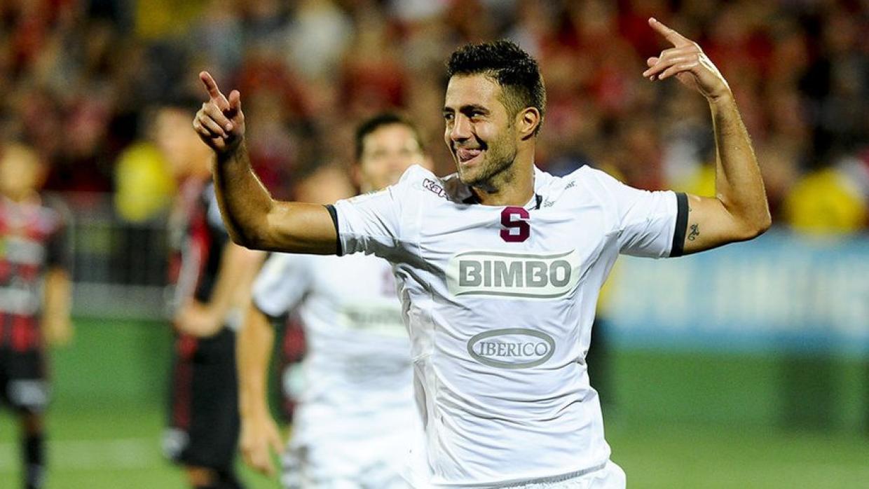 Andrés Imperiale celebra un gol con Saprissa