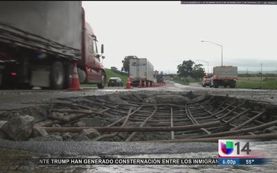 Tormentas provocan un socavón que dañó varios vehículos en la Ruta 580