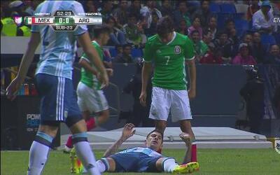 Rodolfo Pizarro y Víctor Cuesta se encararon y se empujaron