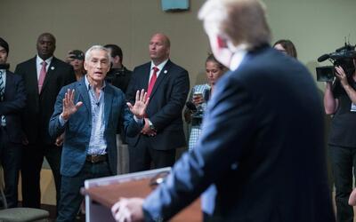 Donald Trump expulsa a Jorge Ramos de una rueda de prensa en Iowa en 2015
