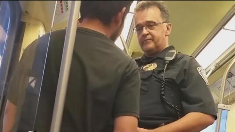 Un video muestra a un policía de tránsito del Metro preguntando el estat...