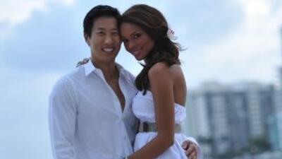 Illia Calderón junto a su novio Eugene Jang, en Miami Beach.