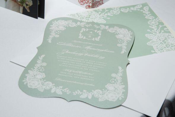 Puedes ocupar papel artesanal y agregarles texturas con encajes, armoniz...