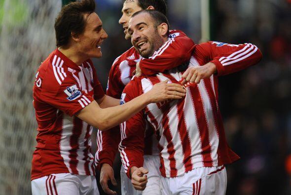 Stoke City venció al Bolton 2 a 0, sumó 3 puntos de oro y...