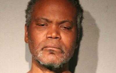 Tasewell Dugger, de 46 años de edad, fue arrestado por golpear a...