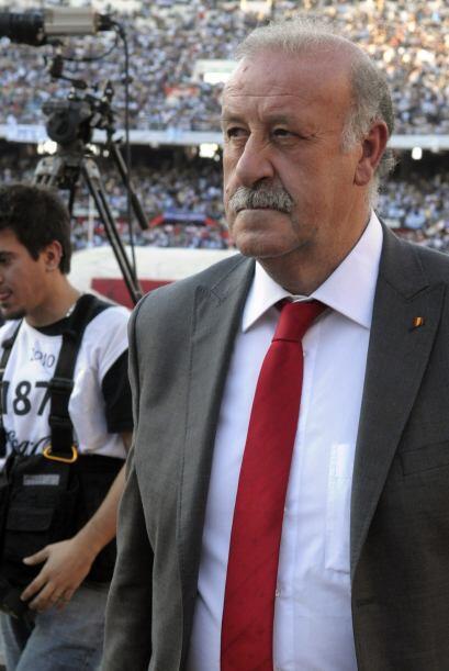 Resignación en el rostro del técnico Vicente del Bosque, s...