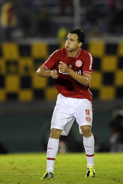 Pero el Inter empató con el tanto de Leandro Damiao, un remate de media...