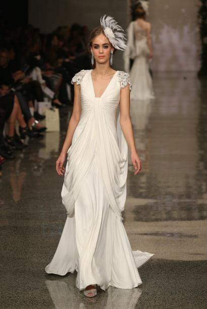 La caída de este vestido es espectacular, los hombros son el centro de e...
