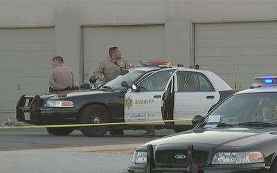 Reportan dos muertos tras una balacera frente a una licorera en Los Ángeles