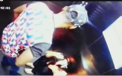 Con puños y patadas, el futbolista colombiano Hanyer Mosquera agredió a...