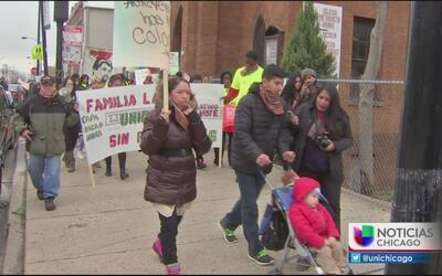 Miles de latinos salieron a las calles de Chicago con motivo del día del...