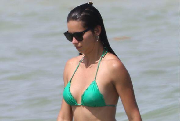Adriana Lima sabe muy bien cómo llamar la atención.Mira aquí los videos...