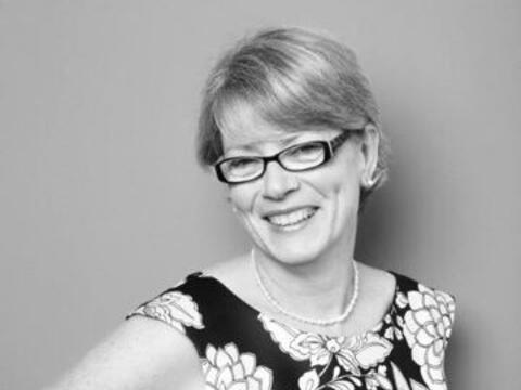 Como promesa, para su cumpleaños número 50, Diane Purdey b...