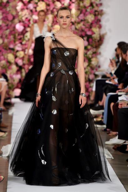¿Existe algo más romántico que un vestido con un sólo tirante?