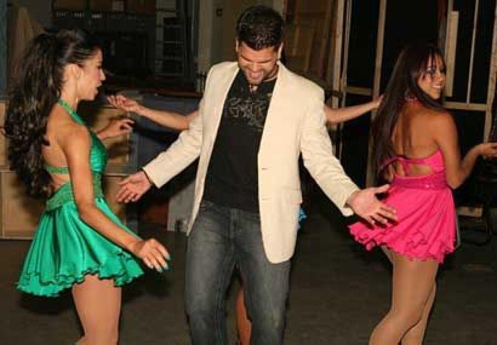 Marlon ya no aguantaba las ganas de bailar y de mostrar su nuevo trabajo...