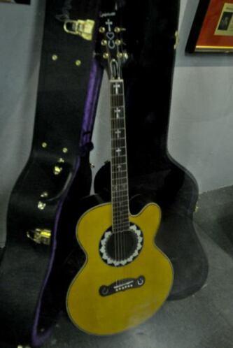 5. La guitarra que Gibson fabricó contiene 13 corazones.