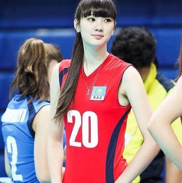 Sabina Altynbekova, jugadora de voleibol, se ha convertido en sensaci&oa...