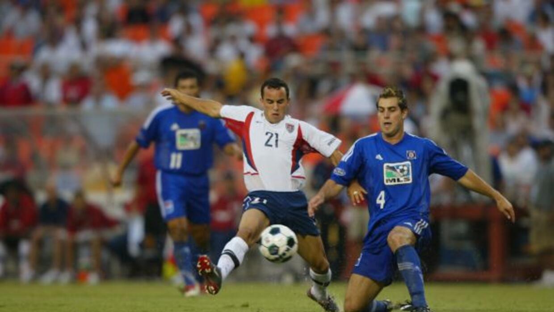 En la edición del 2002 la MLS decidió aplicar una variante...