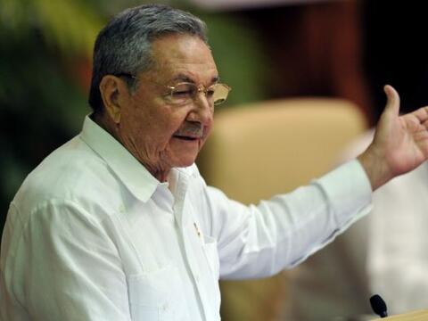 El gobierno cubano autorizará a los cubanos viajar como turistas...