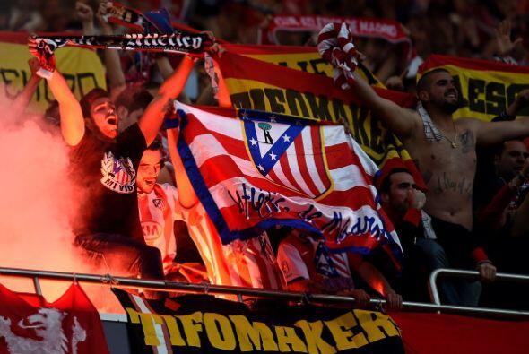La afición del Atlético rindió homenaje al esfuerzo...