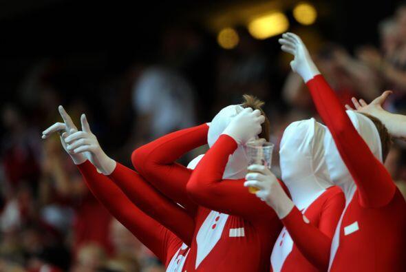 Los Aficionados de Dinamarca apoyaron a su equipo contra su similar de B...