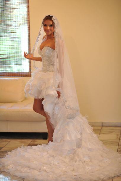 La novia no desaprovechó la oportunidad de hacer una pose inocent...