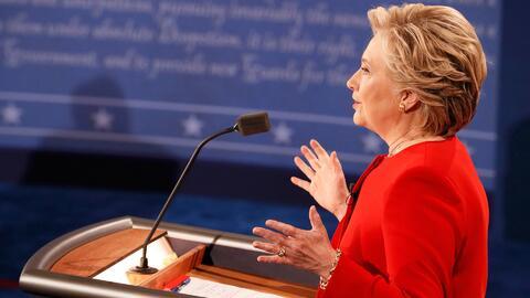 """Hillary Clinton: """"Debemos restaurar la confianza en la policía y abordar..."""