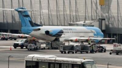 El aeropuerto de Benito Juárez tiene dos pistas de despegue y aterrizaje...