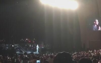 Marc Anthony lamenta la muerte de Juan Gabriel en pleno concierto