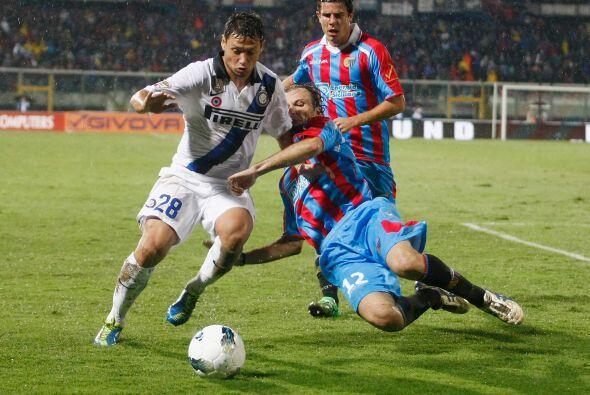 El argentino Mauro Zárate sufre igual que todos sus compañ...