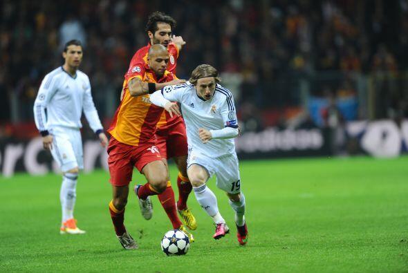 Modric acompañó a Ozil en el mediocampo.